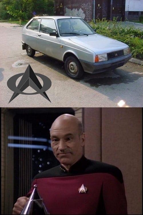 Baietii astia au observat asemanarea dintre logo Oltcit si Star Trek :)