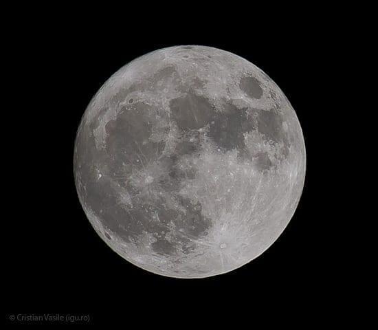 Luna in seara asta