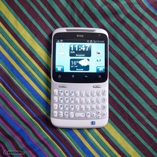 S-a lansat HTC ChaCha, primul telefon cu buton de Facebook