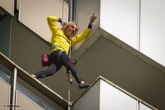 Fotografii de la escaladarea Hotelului Intercontinental de catre Alain Robert