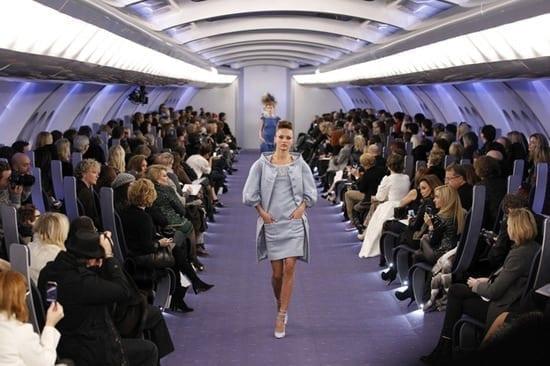 Prezentare de moda in avion