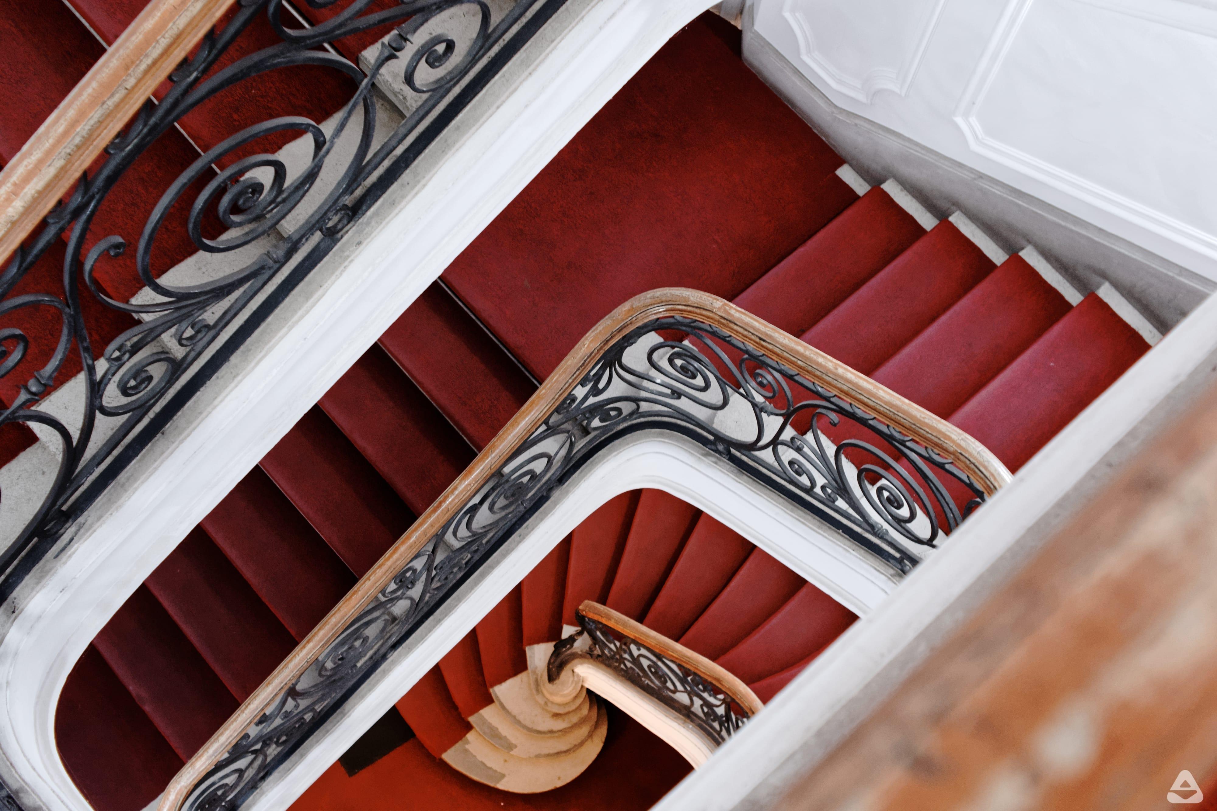 treptele spre etajul întâi al palatului Cantacuzino