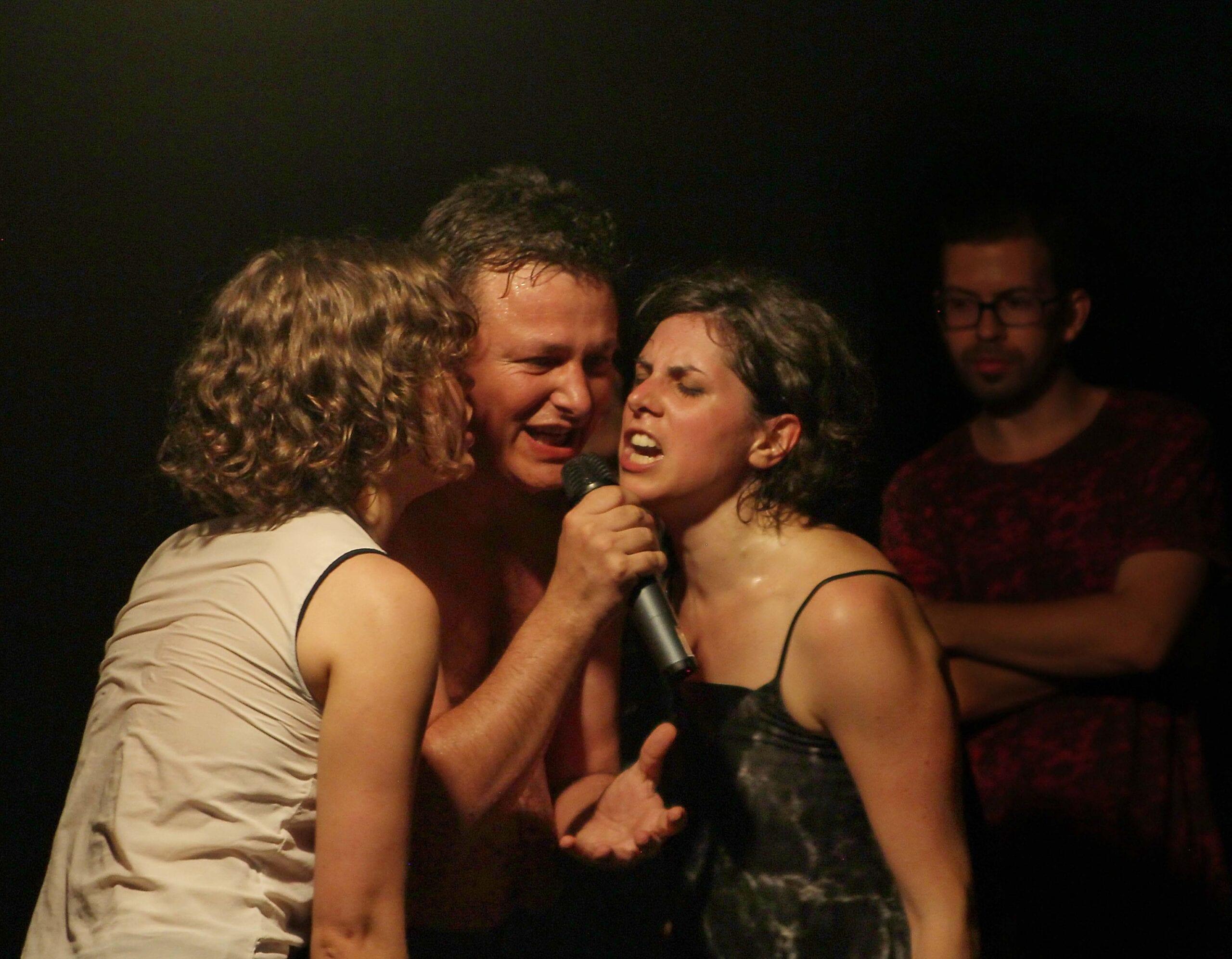 Spectacolul [Fragil] de Cosmin Manolescu in turneu la Brasov, Sibiu, Bucuresti