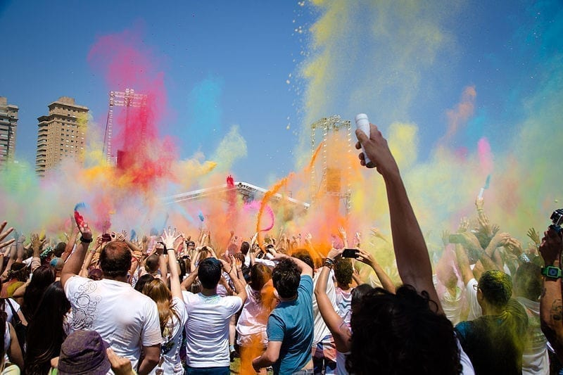 Holi_celebrations_at_Parque_Villa_Lobos,_2013