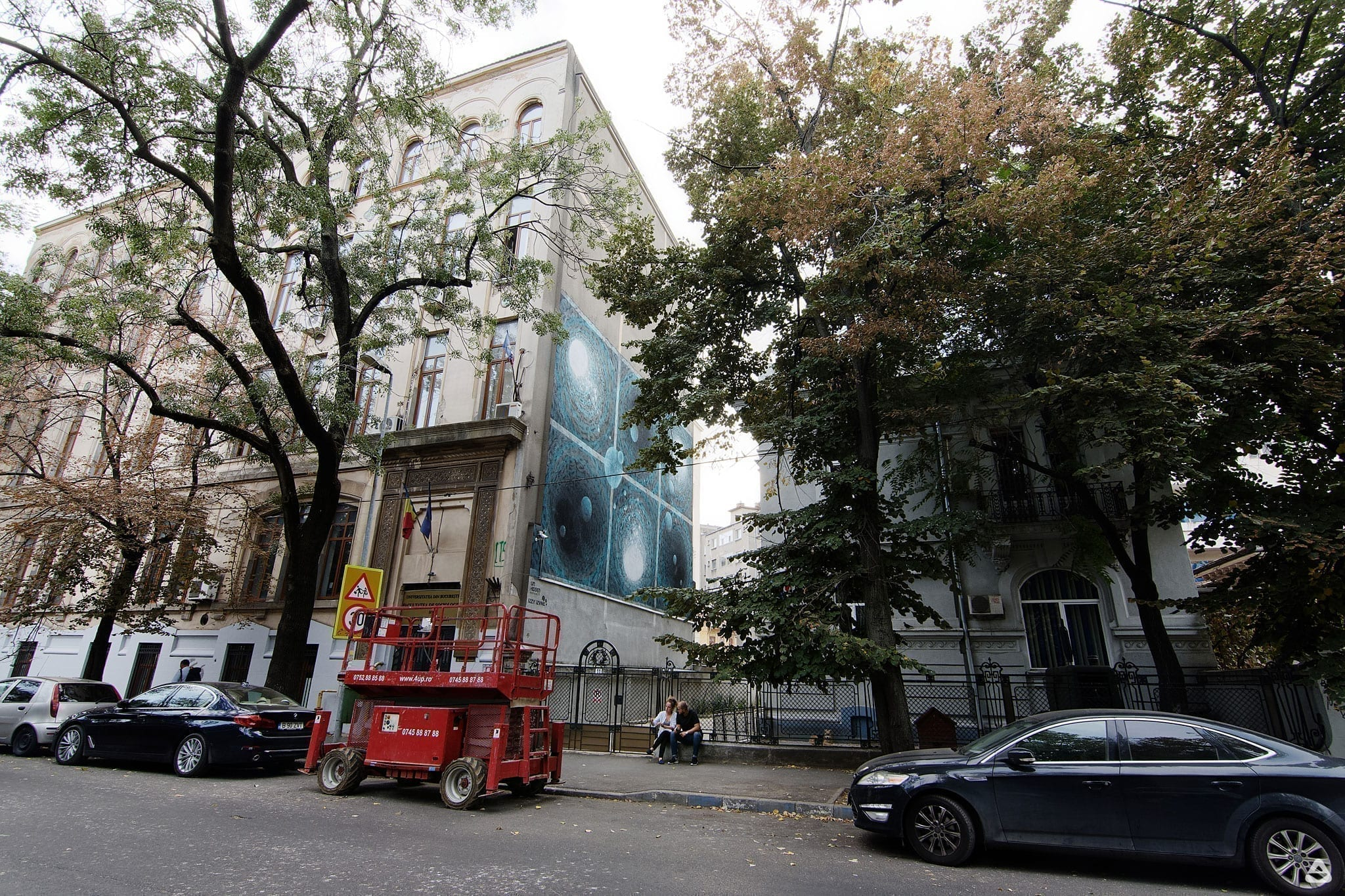 Un-hidden Bucharest street art intervention iZZY iZVNE