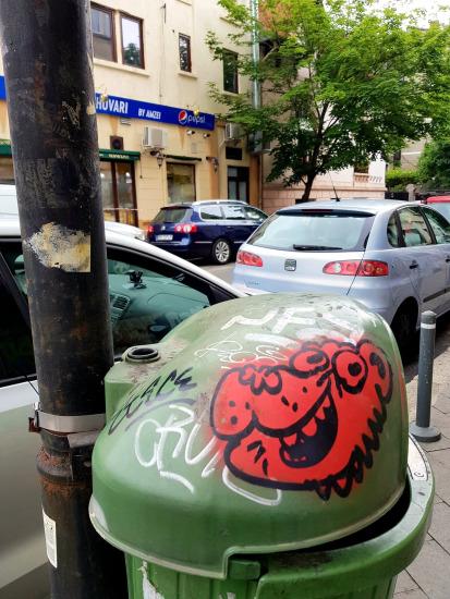 ETC - Cos gunoi strada Dionisie Lupu