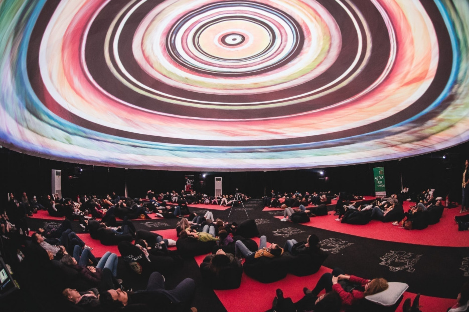 Cinematograful-dom revine în inima Sibiului cu un program dedicat poveștilor imersive, la Astra Film Festival 2019