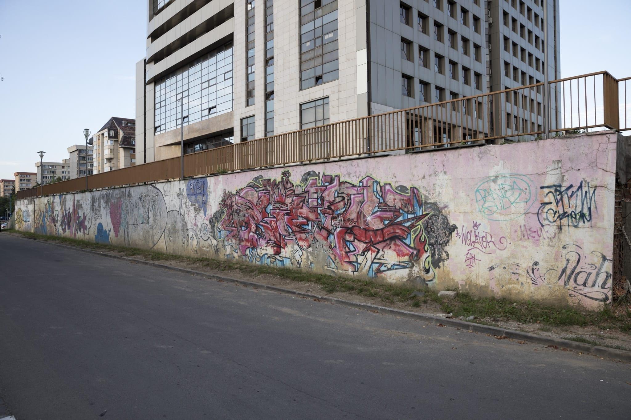 SUFLO Strada Gheorghe Șincai Brasov Un-hidden street art in Romania