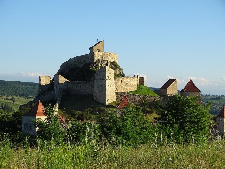 Cetăți medievale şi biserici fortificate din Transilvania