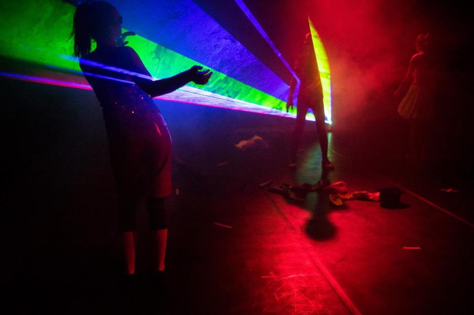 Dansuri de curte || So Rave That is Staged - Technofields